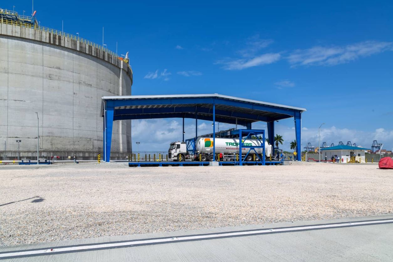 AES Colon launches truck loading station to supply LNG to Central America
