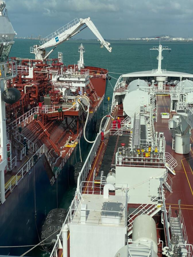 Petronas-chartered Avenir Advantage adds another LNG fueling client