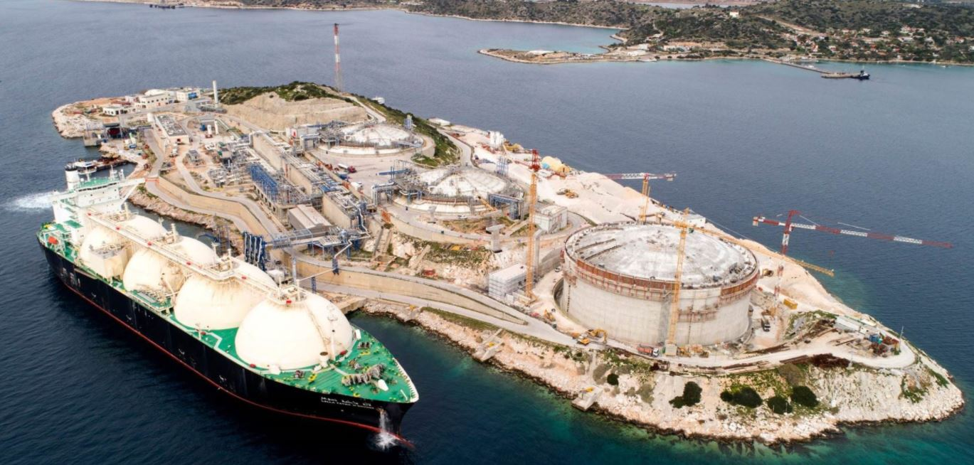 Greece's DESFA takes FID to build Revithoussa small-scale LNG jetty