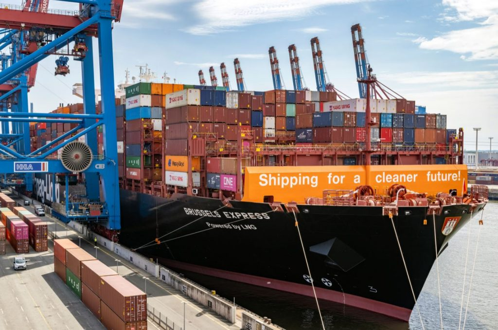 Hapag-Lloyd's converted LNG containership arrives in Hamburg