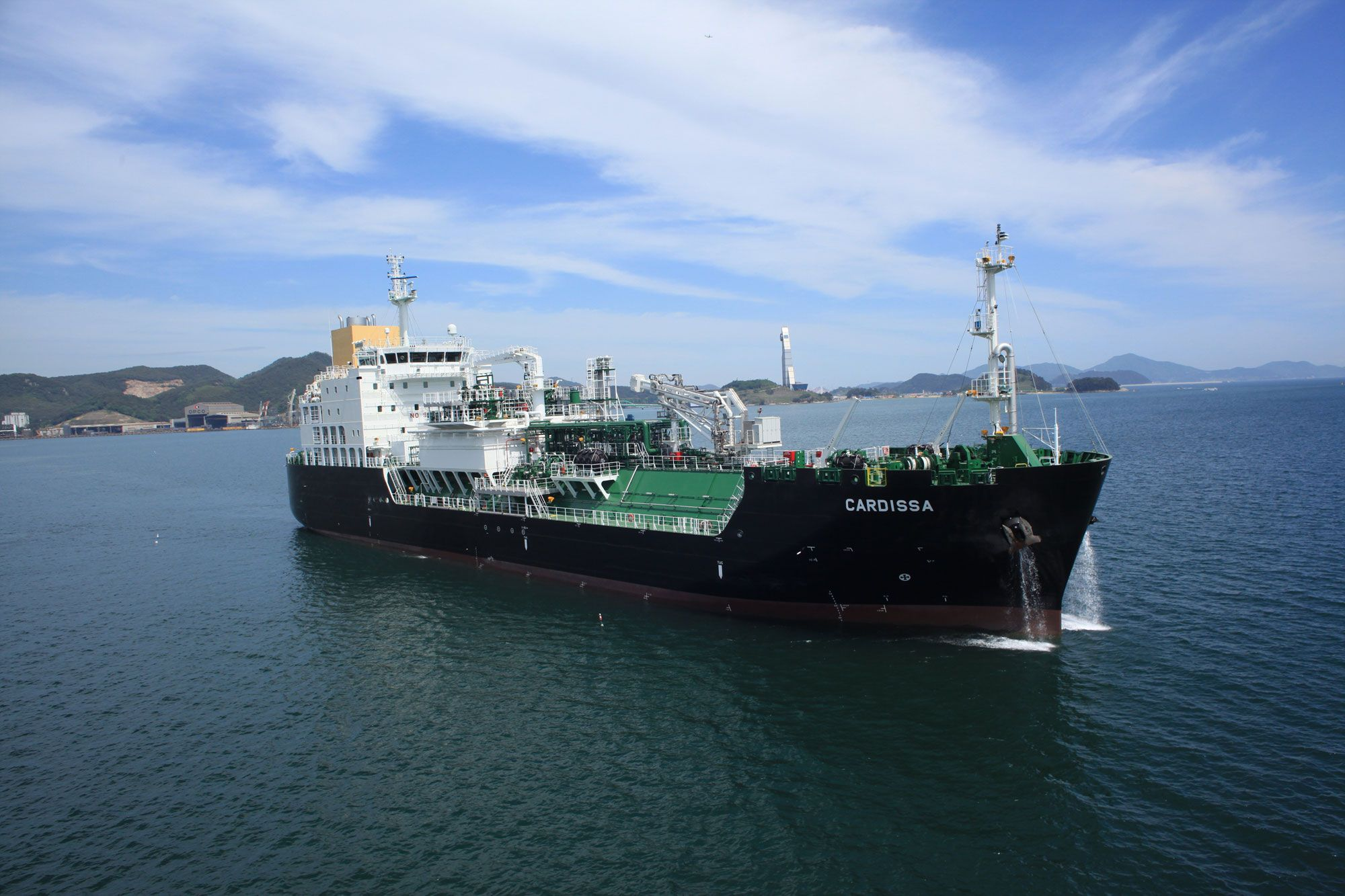 Shell sells LNG bunkering vessel to Pan Ocean