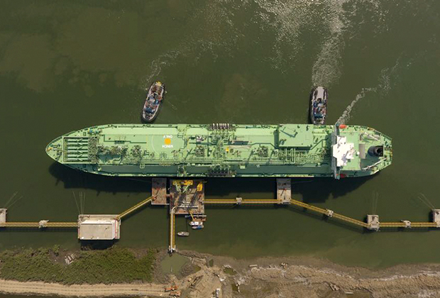 Vitol to supply one spot LNG cargo to Pakistan