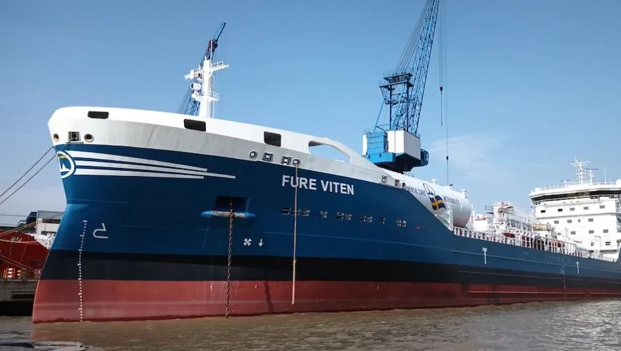 Furetank's new LNG-powered tanker wraps up bunkering op in Malaysia