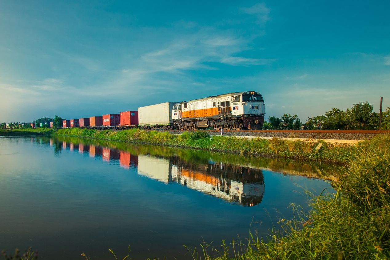 Indonesia's PGN, KAI to trial LNG delivery by rail