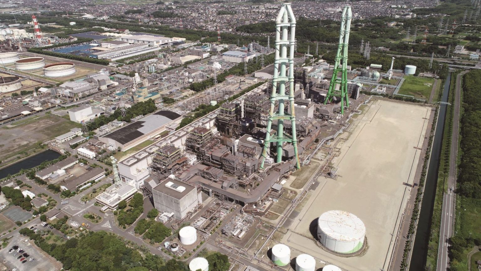 Japan plans huge cut in LNG use for power generation